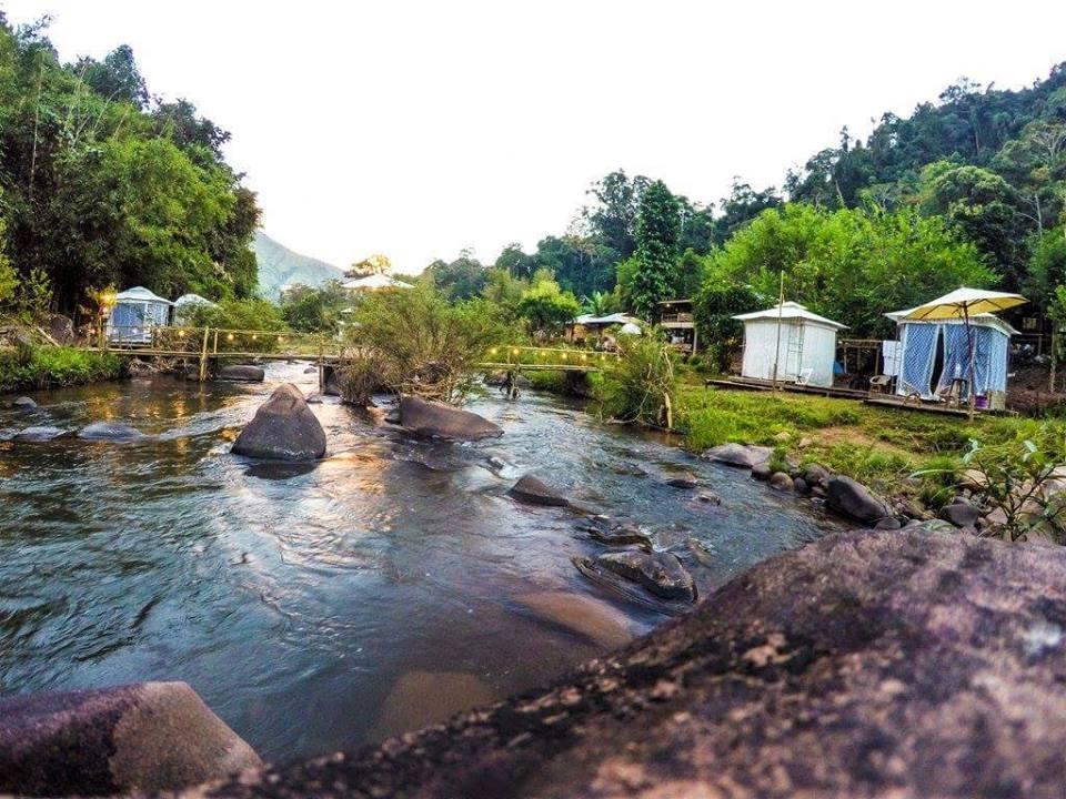 ลำธานไหลผ่านหมู่บ้านสะปันช่วงหน้าฝน