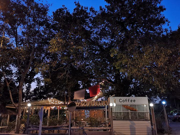 กาแฟชายเล ร้านเล็กๆแต่บรรยากาศน่านั่ง ที่พลูตาหลวง สัตหีบ ชลบุรี ยินดีต้อนรับทุกท่าน