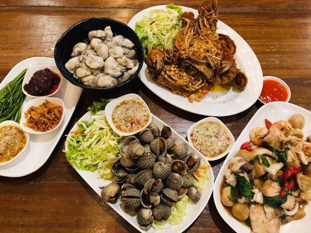 ครัวแสมสารซีฟู๊ด ร้านอาหารติดริมทะเล เมนูมากมายให้เลือกชิม เด็ดๆ