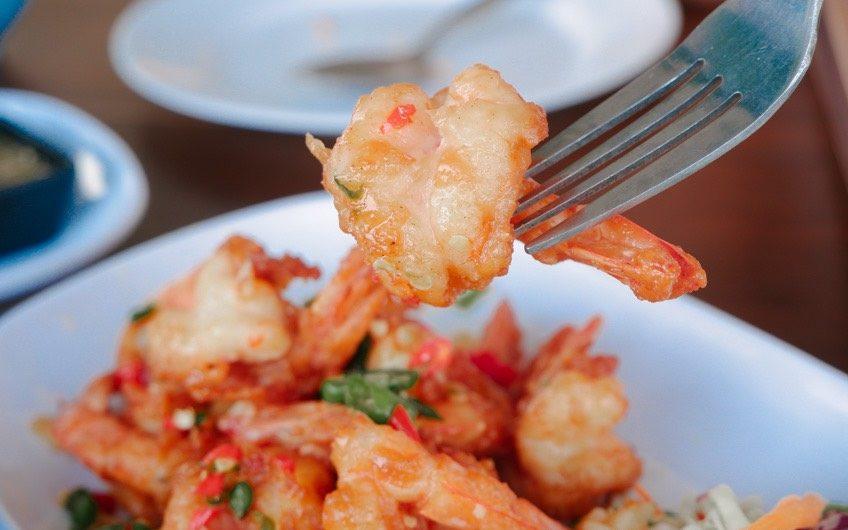 ครัวแสมสารซีฟู๊ด ร้านอาหารติดริมทะเล เมนูมากมายให้เลือกชิม @สัตหีบ มาชิมกันค่ะ