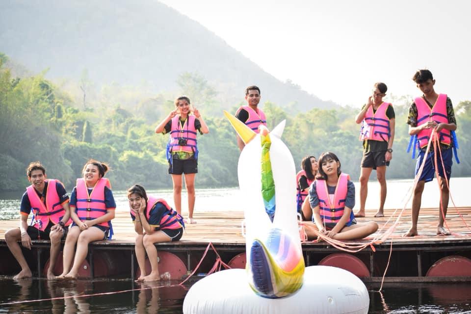 บ้านใจรัก รีสอร์ท กาญจนบุรี นอนริมแม่น้ำท่ามกลางขุนเขา เล่นน้ำเย็นๆ