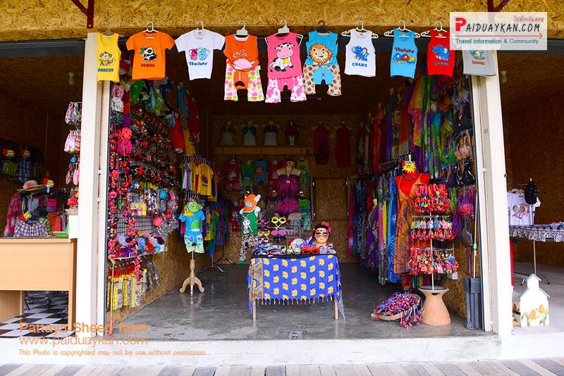 ร้านค้าภายในมากมาย ที่ ฟาร์มแกะพัทยา Pattaya Sheep Farm