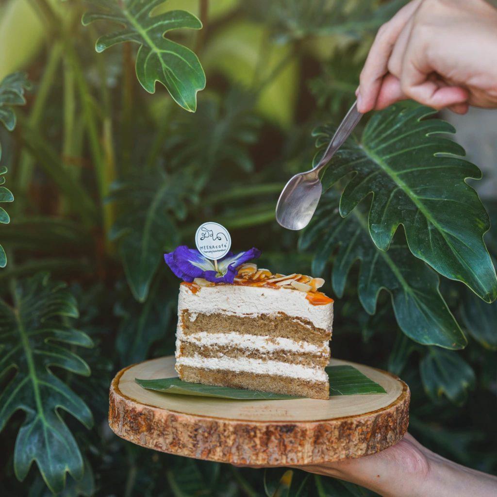 เมนูขนมเค้กน่าทาน ที่ มีนา คาเฟ่