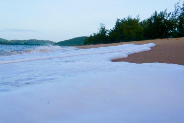 หาด EOD นภาธาราภิรมย์ น้ำทะเลน่าเล่น