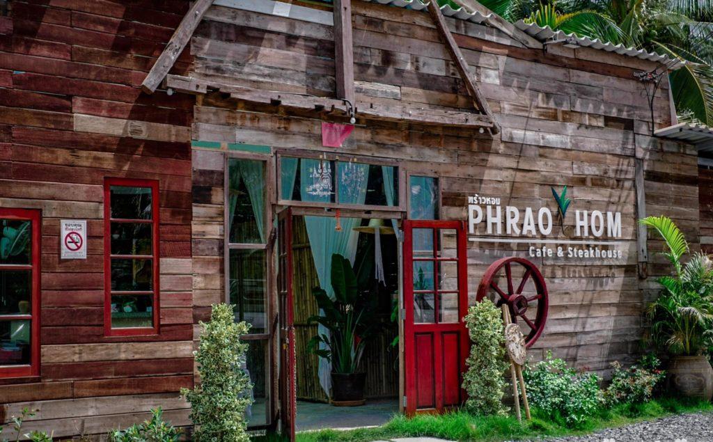 พร้าวหอม คาเฟ่ (PhraoHom cafe) นั่งชิลกลางสวนมะพร้าว