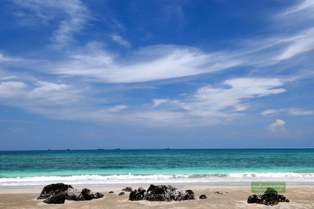 หาดนางรำ ทะเลสีฟ้าสวย