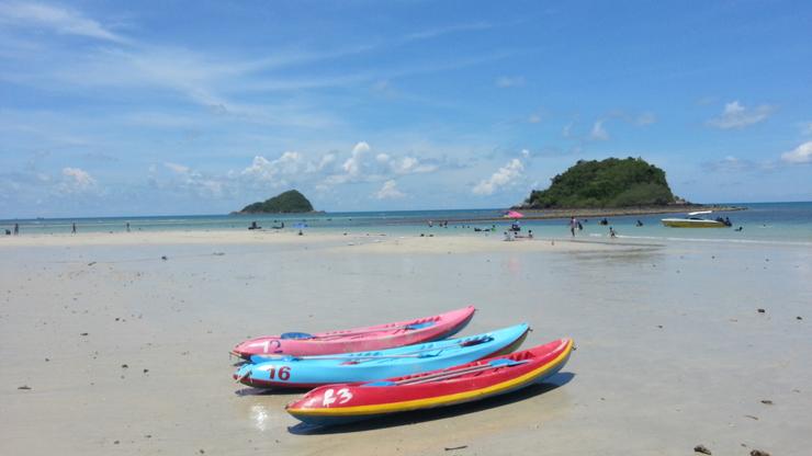 หาดนางรำ ทะเลสีฟ้าสวย หาดทรายขาวสะอาด @สัตหีบ เครื่องเล่นทางทะเล