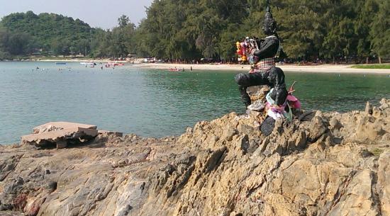 หาดนางรำ ทะเลสีฟ้าสวย สัตหีบ