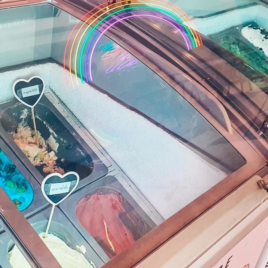 Brotherhood Pattaya นั่งคากินไอศกรีม