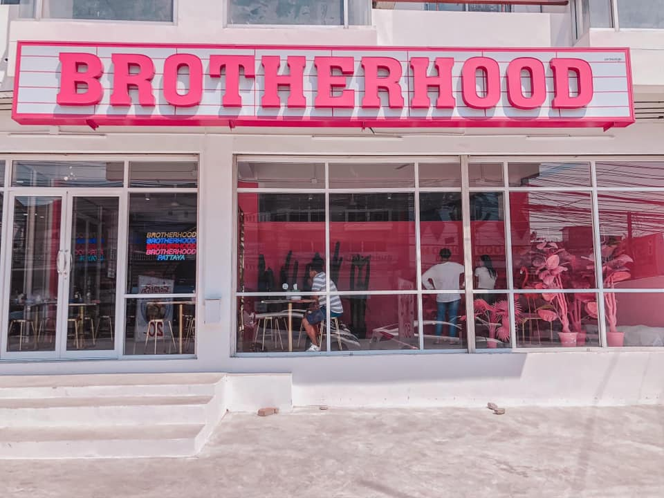 Brotherhood Pattaya นั่งคาเฟ่สีรุ้ง