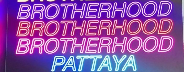 Brotherhood Pattaya นั่งคาเฟ่สีรุ้ง กินเตี๋ยวเรือ สุดชิคที่พัทยา
