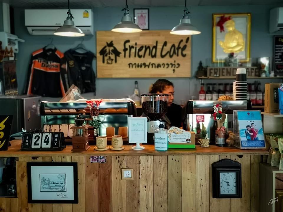Friend Cafe กาแฟกลางทุ่ง ชมธรรมชาติที่น่าหลงใหล @ชัยนาจ บรรยากาศภายใน