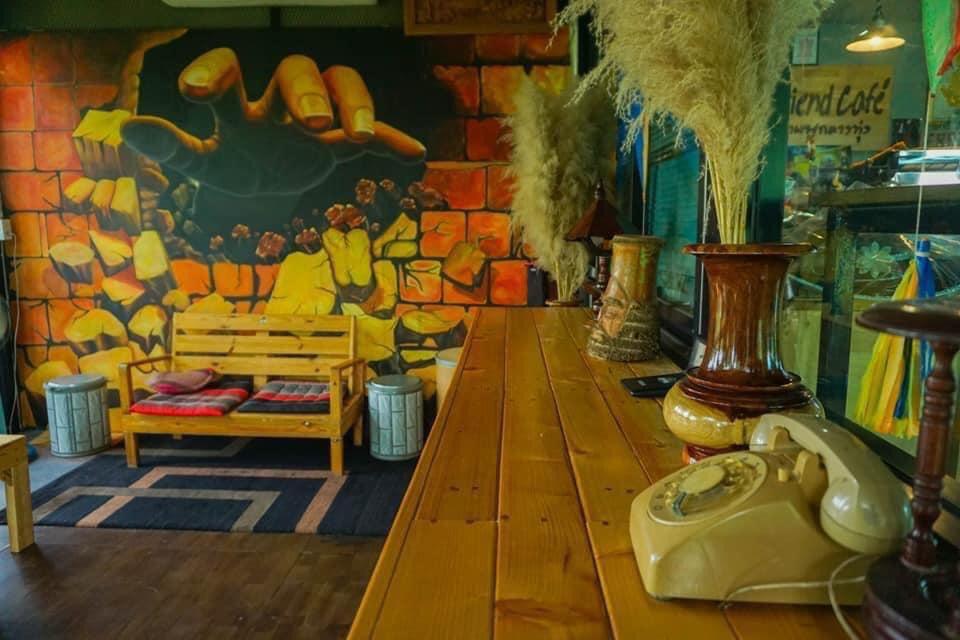 Friend Cafe กาแฟกลางทุ่ง ชมธรรมชาติที่น่าหลงใหล @ชัยนาจ มุมภายในร้าน