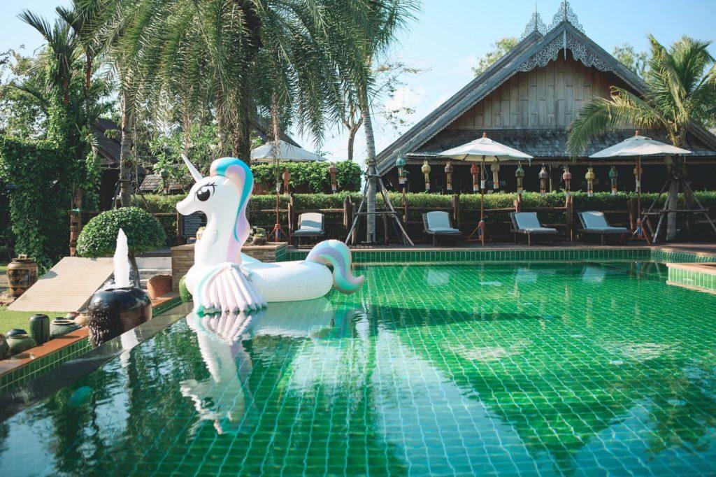 บ้านใบตาลรีสอร์ท (Baan Baitan) สระว่ายน้ำใสๆ