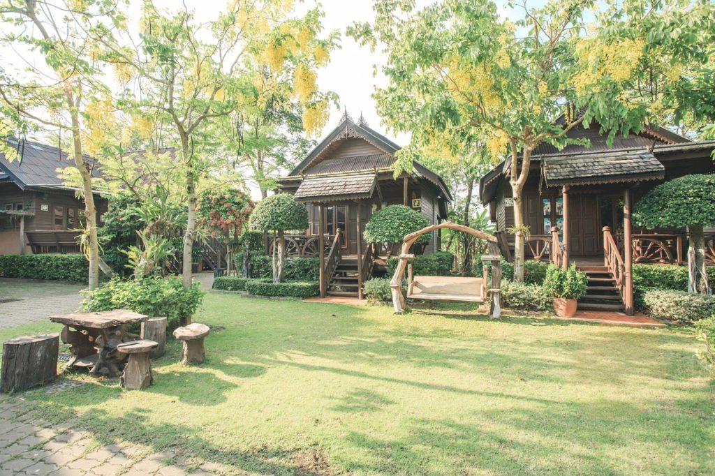 บ้านใบตาลรีสอร์ท (Baan Baitan)  สวนสวยน่าพัก