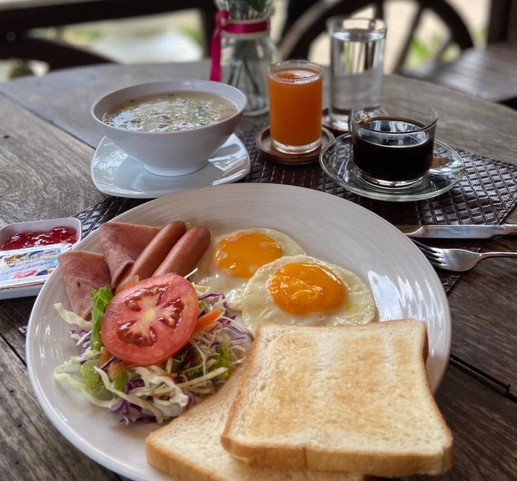 บ้านใบตาลรีสอร์ท (Baan Baitan) พร้อมอาหารเช้า