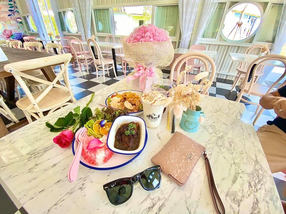 Memory House Cafe อาหารและเครื่องดื่มมากมายให้เลือกทาน