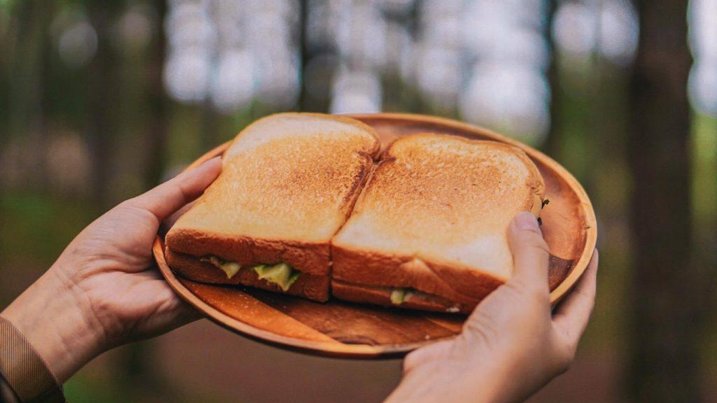 นอนแคมป์ปิ้ง ภูหินร่องกล้า ทานอาหารเช้ากลางธรรมชาติ