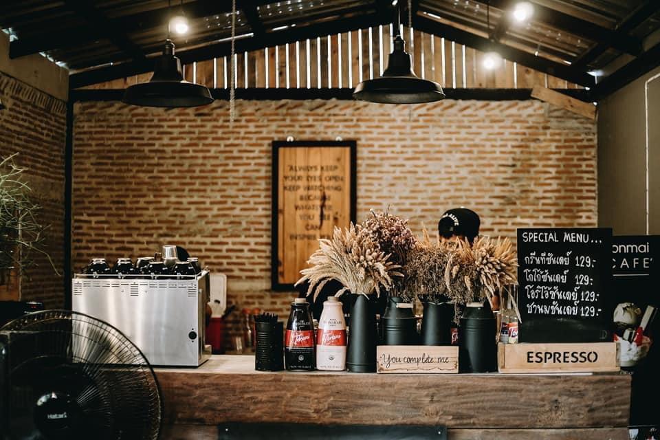 ต้นไม้คาเฟ่ (Tonmai cafe') ภายในสไตล์ดิบๆ