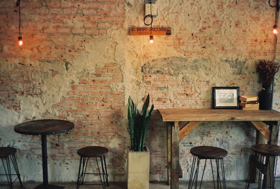ต้นไม้คาเฟ่ (Tonmai cafe') นั่งมุมไหนก็ฟิน