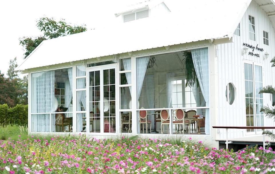 Memory House Cafe ดอกไม้สวย
