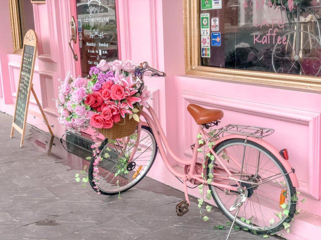 S'more Bakery & Cafe  คาเฟ่สีชมพู