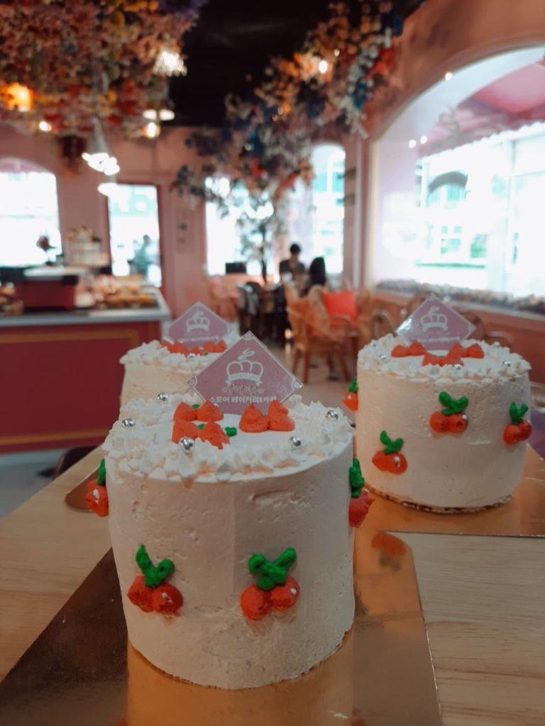 S'more Bakery & Cafe  เค้กน่ารัก น่าทาน