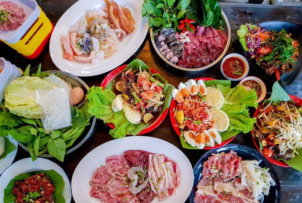 ร้าน ป่ายาง (Pa Yang) ระยอง มีอาหารให้เลือกทานมากมาย