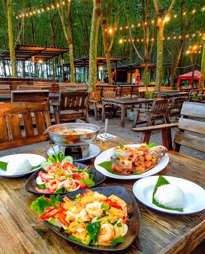 ร้าน ป่ายาง (Pa Yang) ระยอง อาหารไทยก็มี