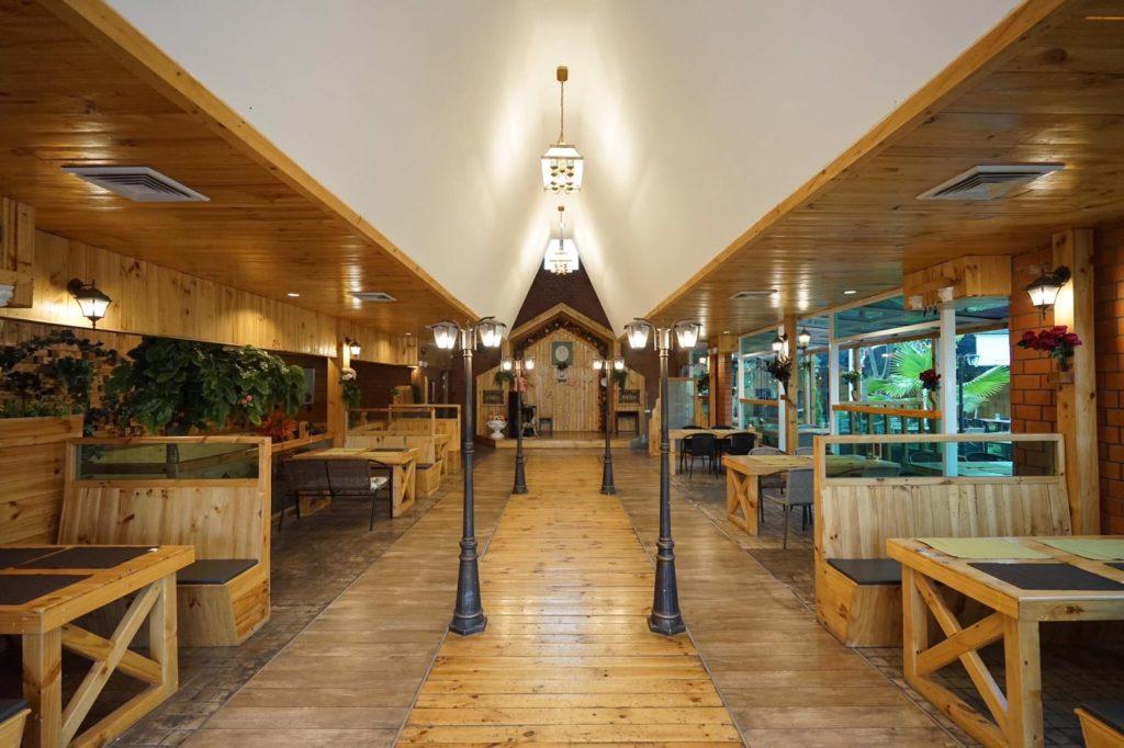 Raffine Cafe (รัฟฟิเน่ คาเฟ่) ภายในมีความกว้างมาก