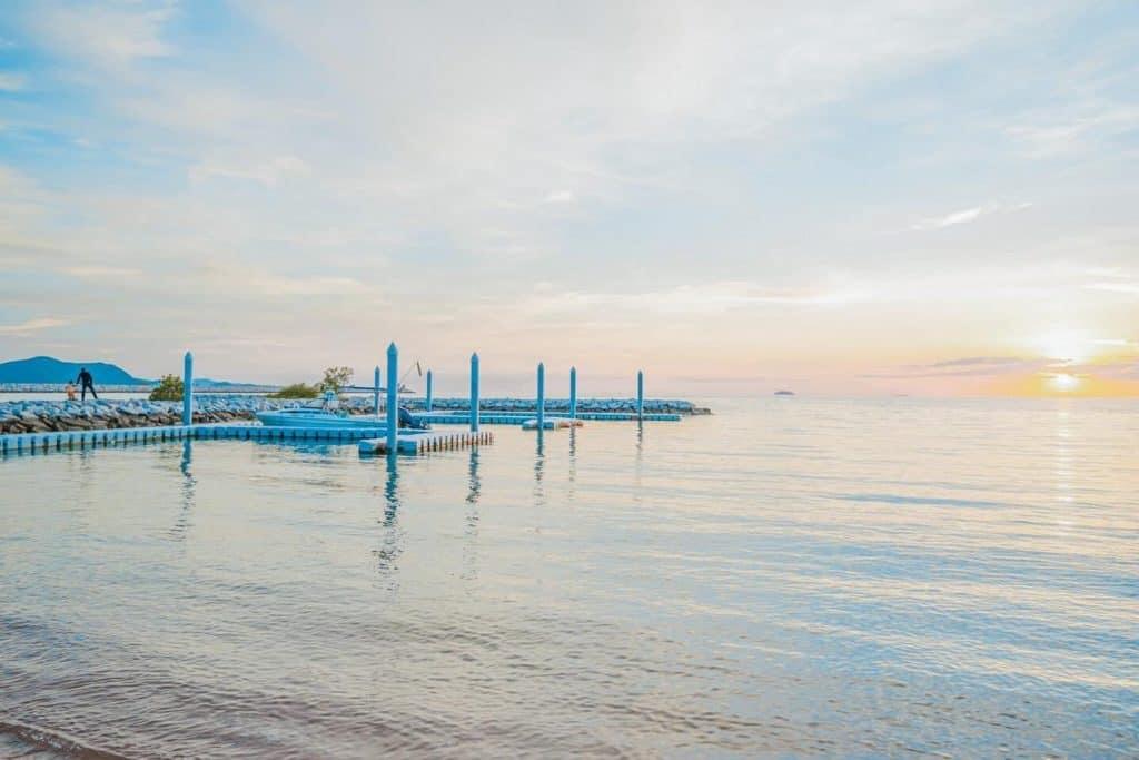 ริมทะเลสเต็ก พัทยา ชมพระอาทิตย์ตกดิน