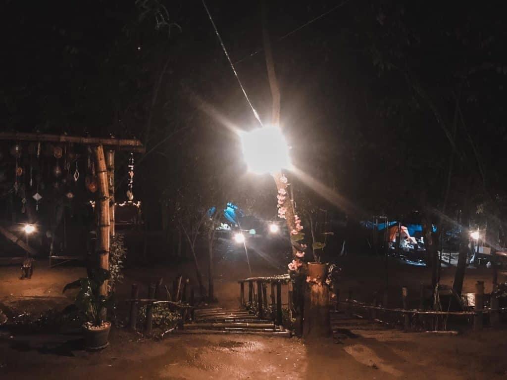 แคมป์ปิ้ง สุขใจ สวนผึ้ง ราชบุรี มีไฟฟ้าให้ใช้หลายจุด