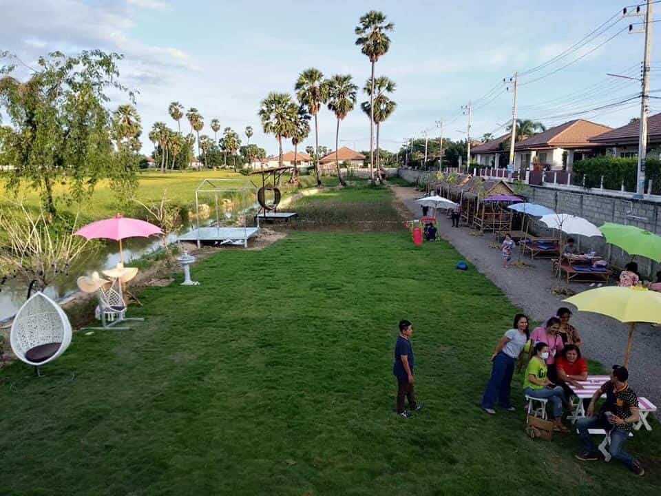ฟาร์มสุขคาเฟ่ (Farmsuk Cafe) มองเห็นวิวทุงนาสวยๆ
