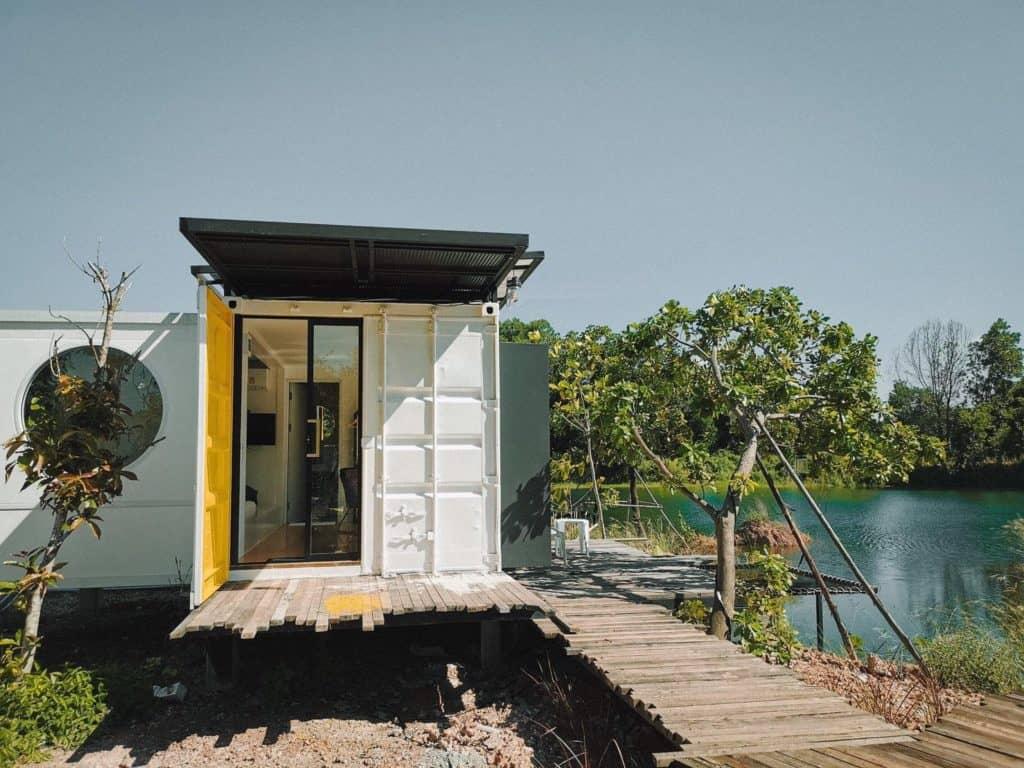 The madives prachin นอนในตู้สุดชิค