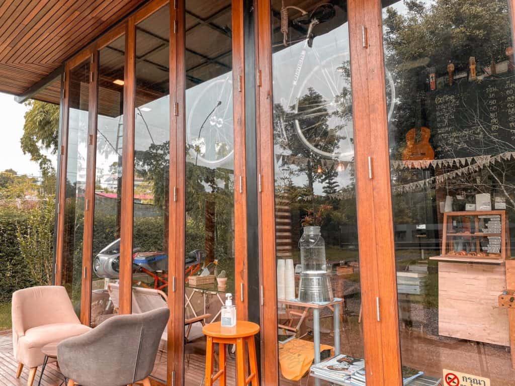 เข้าค่าย Cafe  ร้านสวยน่านั่ง