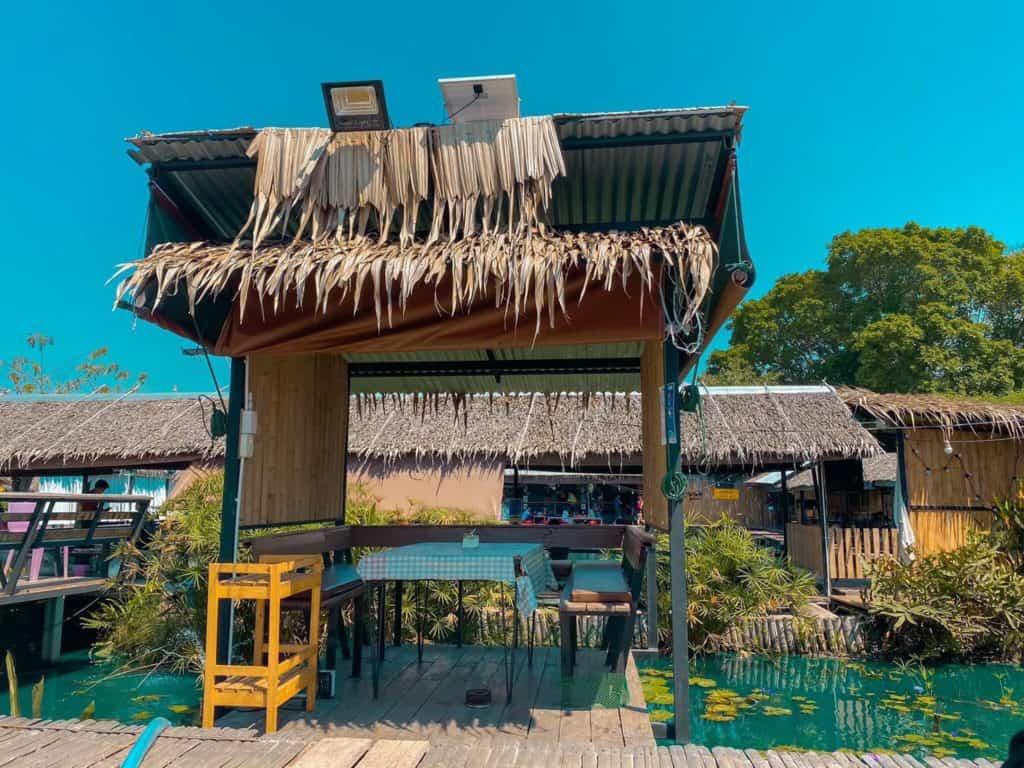 แซ่บนัว ครัวบ้านนาศาลายา โซนกระท่อมข้างน้ำ