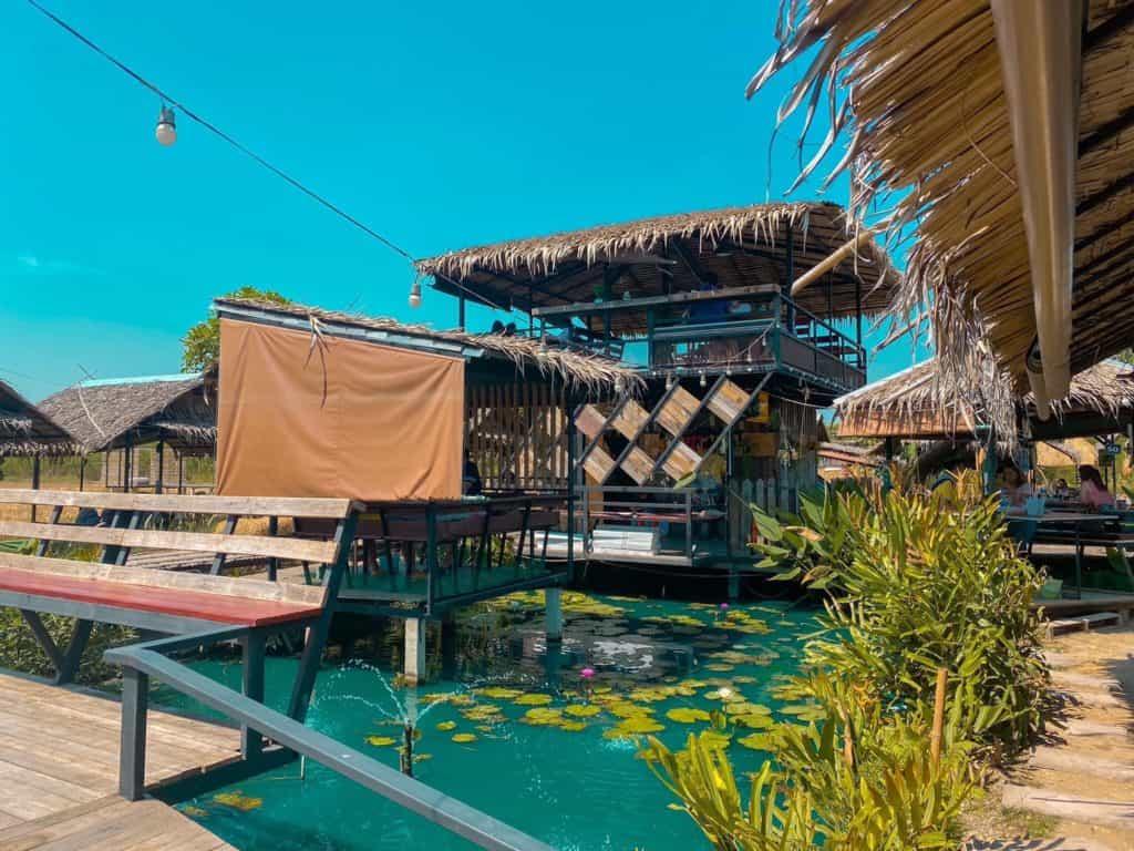 แซ่บนัว ครัวบ้านนาศาลายา มีคลองน้ำ มีบัวสวยๆให้ชม