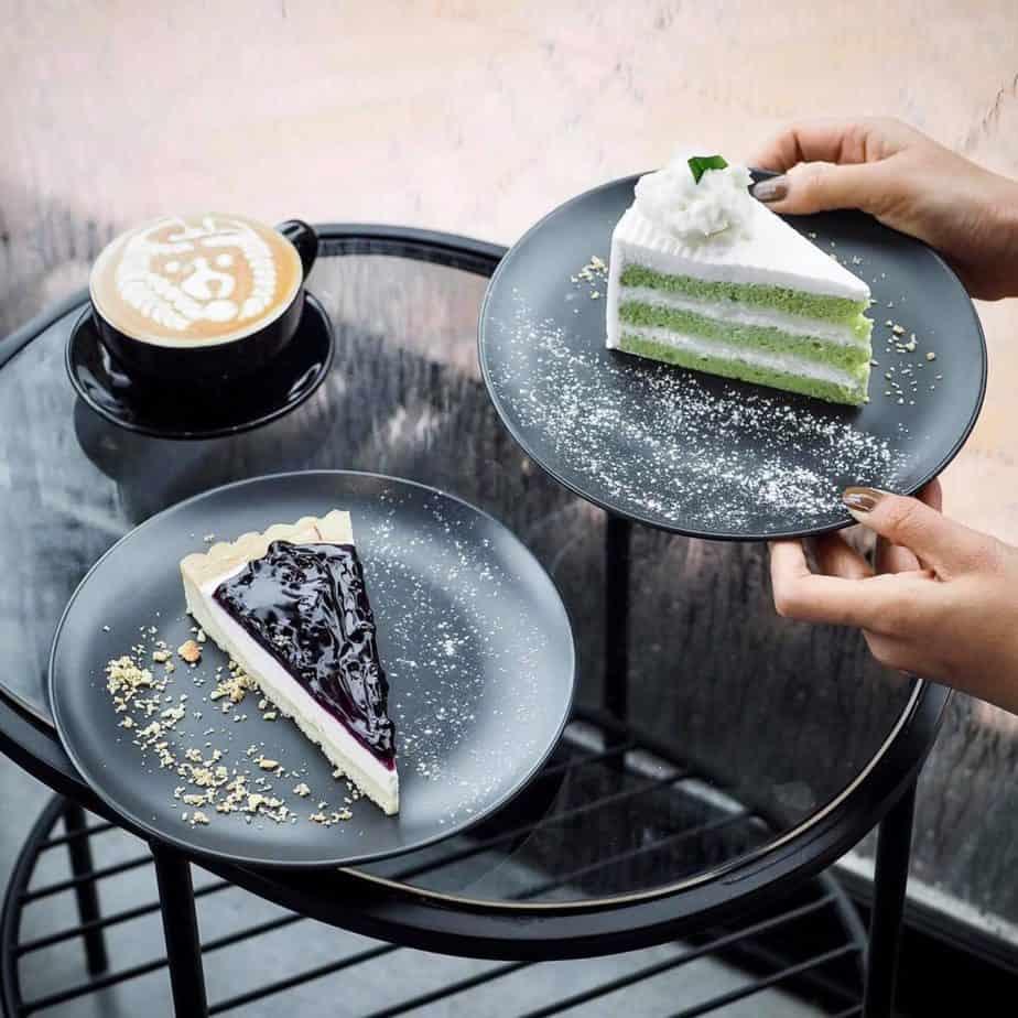 Prave Cafe มีเค้กอร่อยๆให้ทาน
