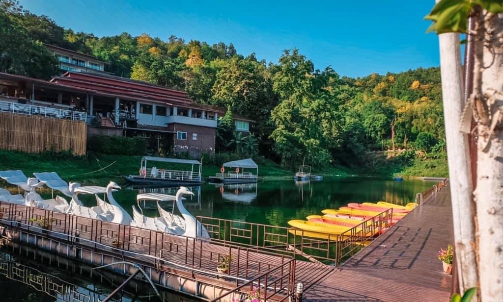 Rayaburi Resort (รายาบุรี รีสอร์ท)  มีกิจกรรมให้นักท่องเที่ยวได้ทำมากมาย