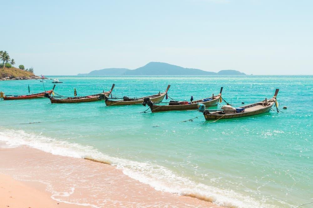 หาดราไวย์ ต่อกันที่หาดราไวย์ สำหรับหาดนี้จะเป็น หาดภูเก็ต ที่มีชาวเลหรือชาวยิปซีอาศัยอยู่เป็นจำนวนมาก