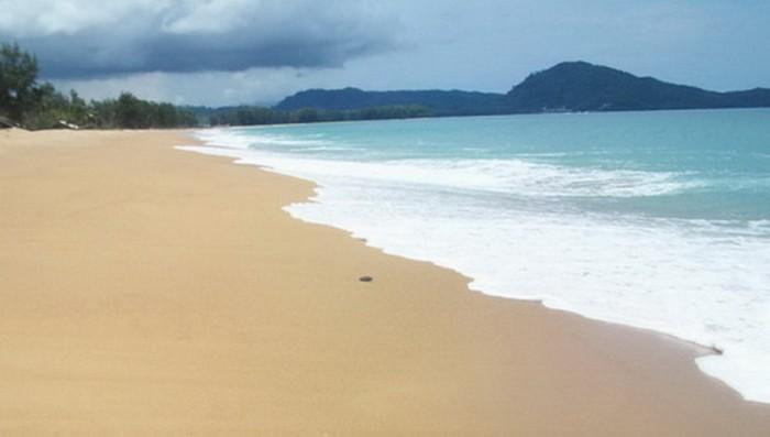 หาดไม้ขาว ปิดท้ายกันด้วยชาย หาดภูเก็ต สุดอันซีน