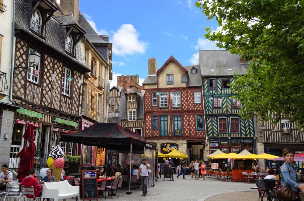 สถานที่ท่องเที่ยวฝรั่งเศส บรรยากาศดี บอกเลยว่าน่าเที่ยวสุด ๆ สายคนชอบเที่ยวห้ามพลาด สถานที่ท่องเที่ยวที่สองที่แอดอยากจะมาแนะนำ คือ เมืองแรน