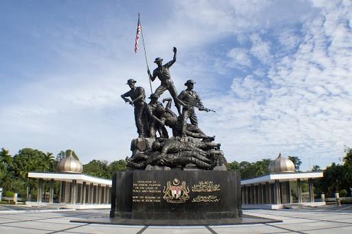 อนุสาวรีย์แห่งชาติมาเลเซีย สร้างขึ้นเพื่อเป็นการเชิดชูทหารชาวอังกฤษ