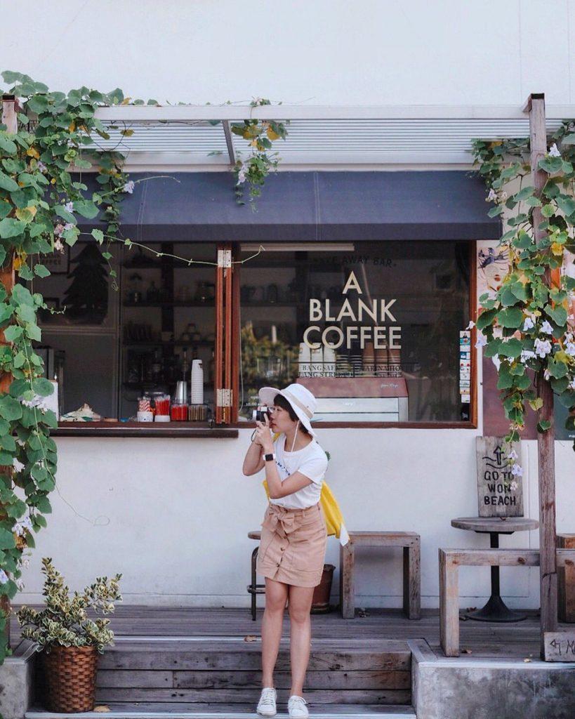คาเฟ่บางแสน A Blank Coffee อยู่ริมทะเล หาดวอนนภา น่าเช็คอิน