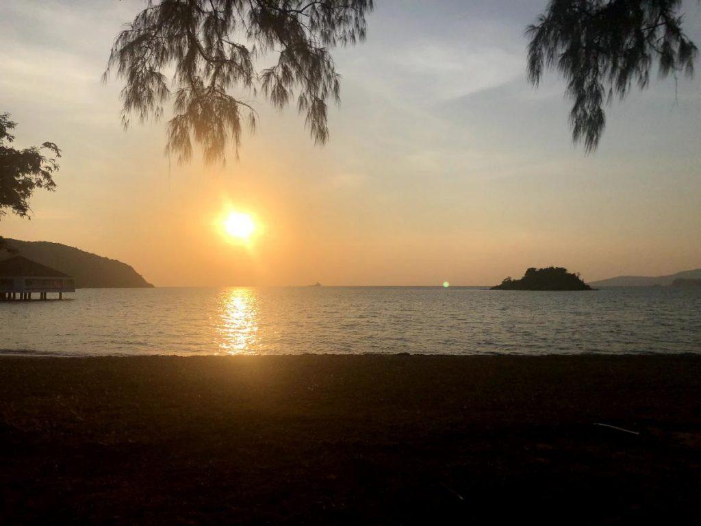 หาดเตยงาม ยามเย็นพระอาทิตย์ตกตินสวยมาก