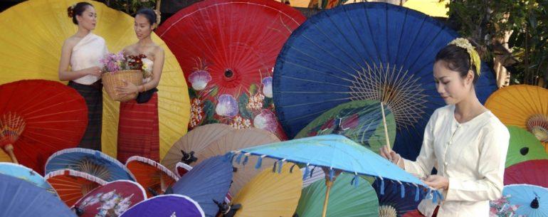 เที่ยวชม งานฝีมือ หัตถกรรม ทำร่มกันที่ หมู่บ้านทำร่มบ่อสร้าง จังหวัดเชียงใหม่