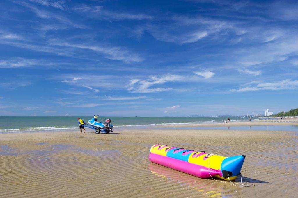 ทะเลน่าเที่ยว หาดชะอำ  ชายหาดที่มีชื่อเสียง