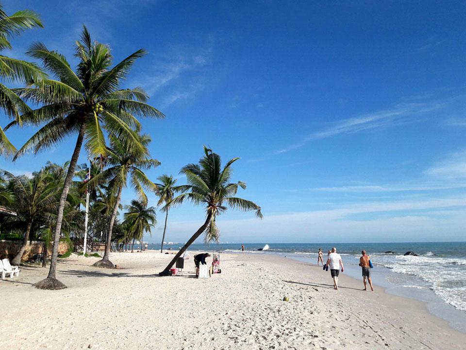หาดหัวหิน เรียกได้ว่าเป็นทะเลน่าเที่ยวที่มีชื่อเสียงที่สุดในประเทศไทย