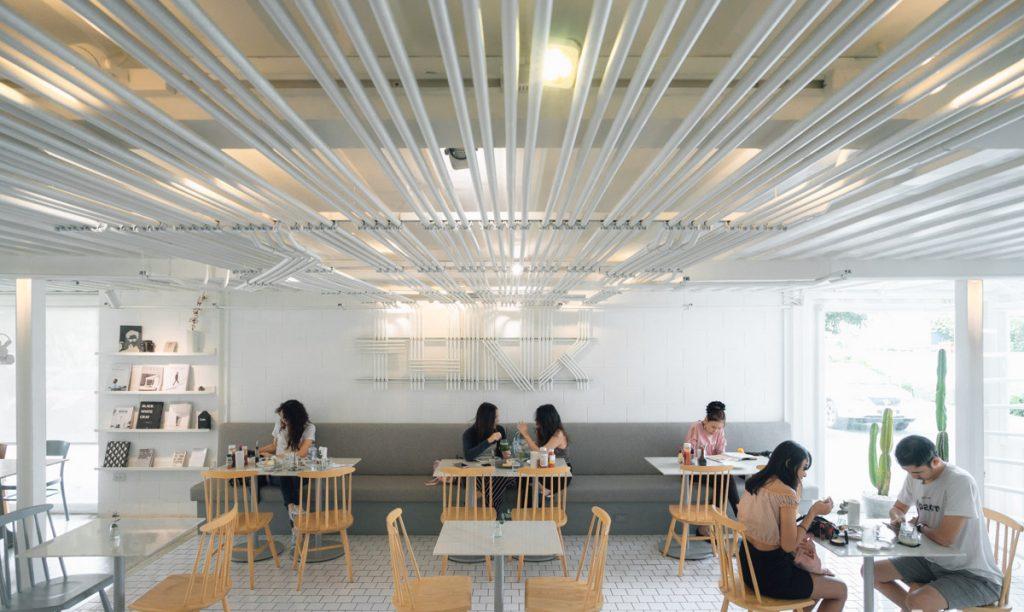 คาเฟ่โทนสีขาว THINK cafe