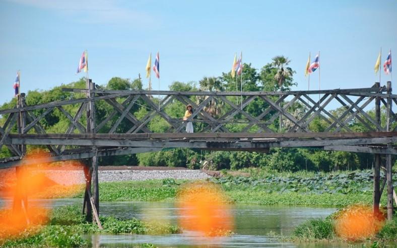 ตลาดน้ำสะพานโค้ง
